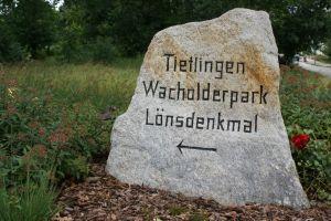 Heide_Spaziergang_Loensdenkmal_002
